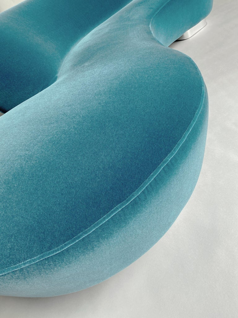 Mid-Century Vladimir Kagan Aquamarin Wool Mohair Organic Serpentine Sofa For Sale 2