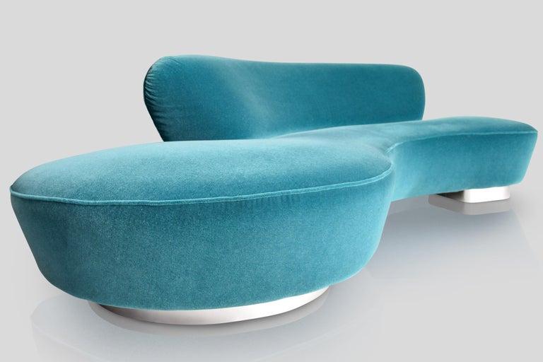 Mid-Century Vladimir Kagan Aquamarin Wool Mohair Organic Serpentine Sofa For Sale 3
