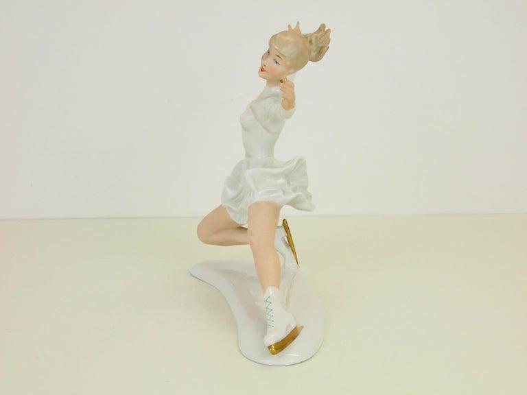 Midcentury Wallendorf Porcelain Figurine Depicting Figure Skater Sonja Henie In Good Condition For Sale In Hilversum, Noord Holland