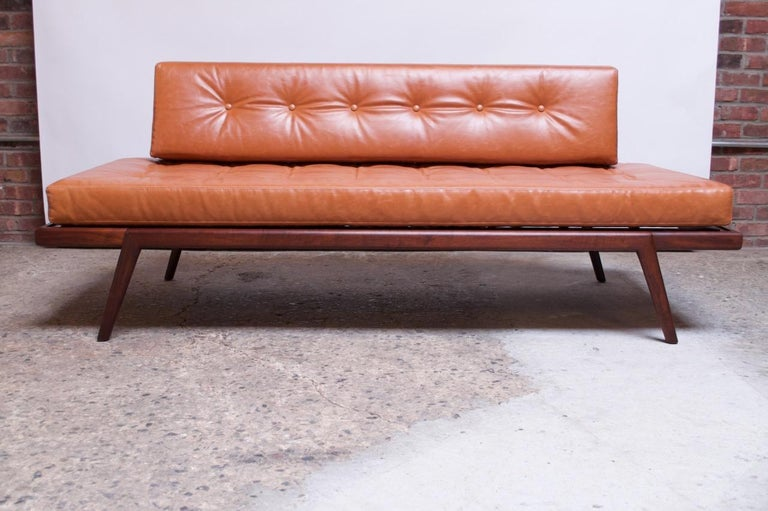 Midcentury Walnut and Leather Daybed / Settee by Mel Smilow In Good Condition In Brooklyn, NY