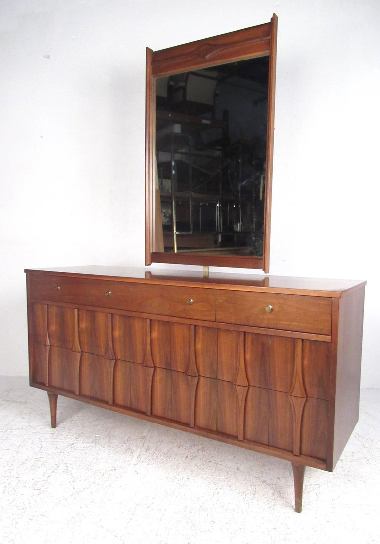 Beautiful Mid-Century Modern five-piece bedroom suite by Coleman Furniture, circa 1960s. Featuring attractive walnut veneer with solid wood construction, dovetail joints and tapered legs, this matching set would make a strong midcentury statement in