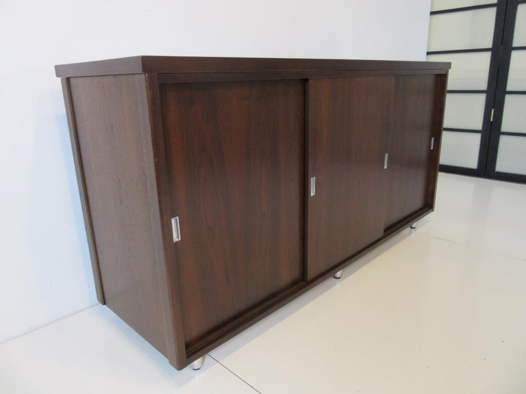 Midcentury Walnut Credenza by The Alma Furniture Company In Good Condition For Sale In Cincinnati, OH