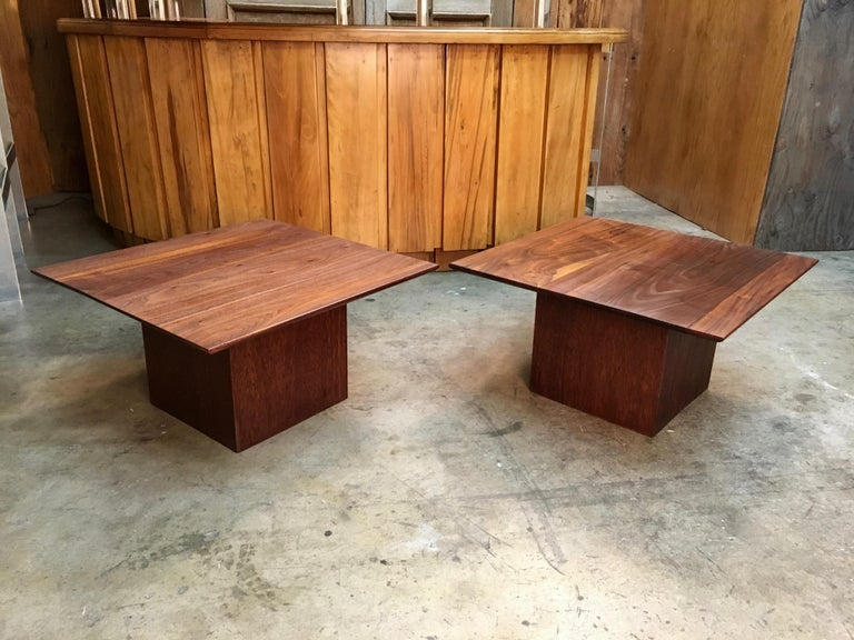 Midcentury Walnut End Table In Good Condition For Sale In Laguna Hills, CA