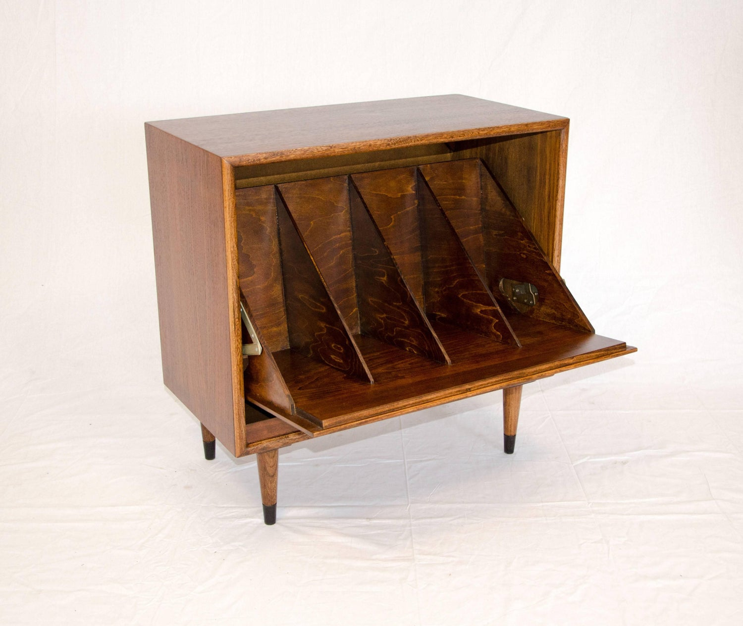 how furniture cabinet vintage is design console an brands re record player attractive table worth media ideas antique much old new