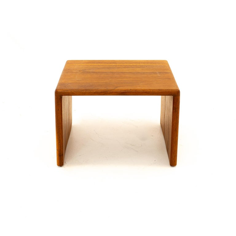 Mid-Century Modern Mid Century Walnut Side End Table For Sale