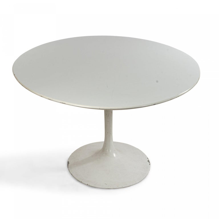 Mid-Century Modern Midcentury White Oval Tulip Dining Table For Sale