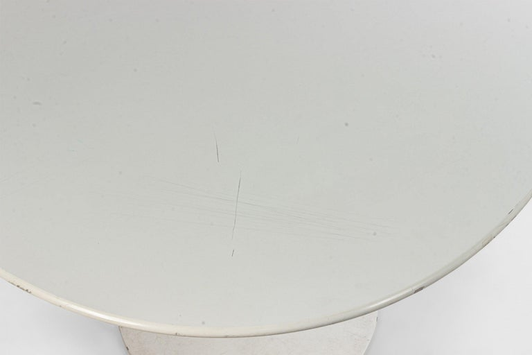 Painted Midcentury White Oval Tulip Dining Table For Sale