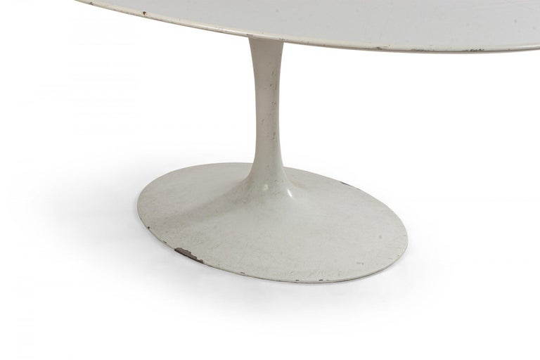 Midcentury White Oval Tulip Dining Table In Good Condition For Sale In New York, NY
