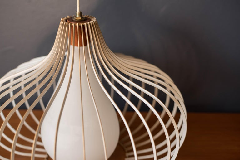 Mid Century Wire and Glass Pendant Lamp In Good Condition For Sale In San Jose, CA
