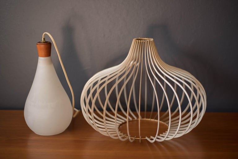 Mid Century Wire and Glass Pendant Lamp For Sale 1