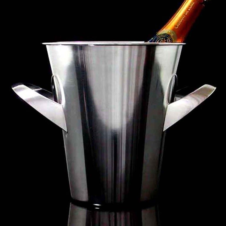 Awesome modernist silver plated ice bucket by Kurt Mayer for WMF, 1950s-1960s. A beautiful ice bucket in very good, professionally polished condition in traditionell Bauhaus design.