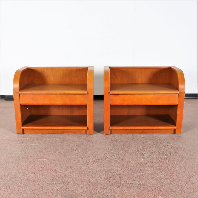 Pair of beautiful nightstands with drawer, in wood with leather upholstery, by Poltrona Frau, Italy, 1960s. Label with the