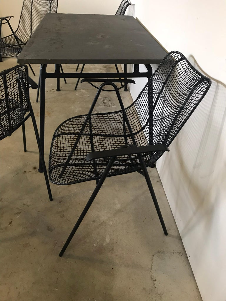 Midcentury Woodard Slate Top Patio Table with Four Wrought Iron Chairs, 1950s In Good Condition For Sale In Bedford Hills, NY