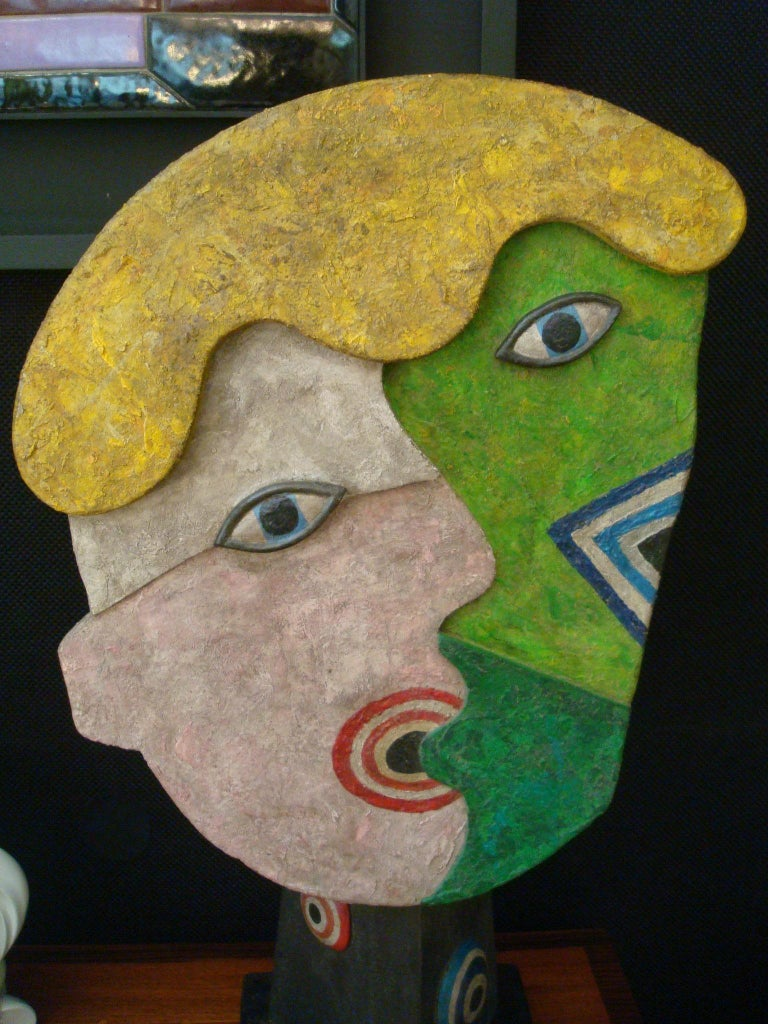 Mid-Century Wooden Face Sculpture of Two People Talking In Good Condition For Sale In Buenos Aires, Olivos