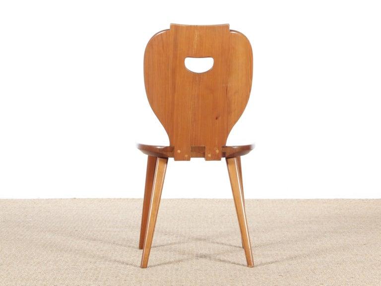 Mid Modern Scandinavian Visingsö Chairs in Pine by Carl Malmsten For Sale 1