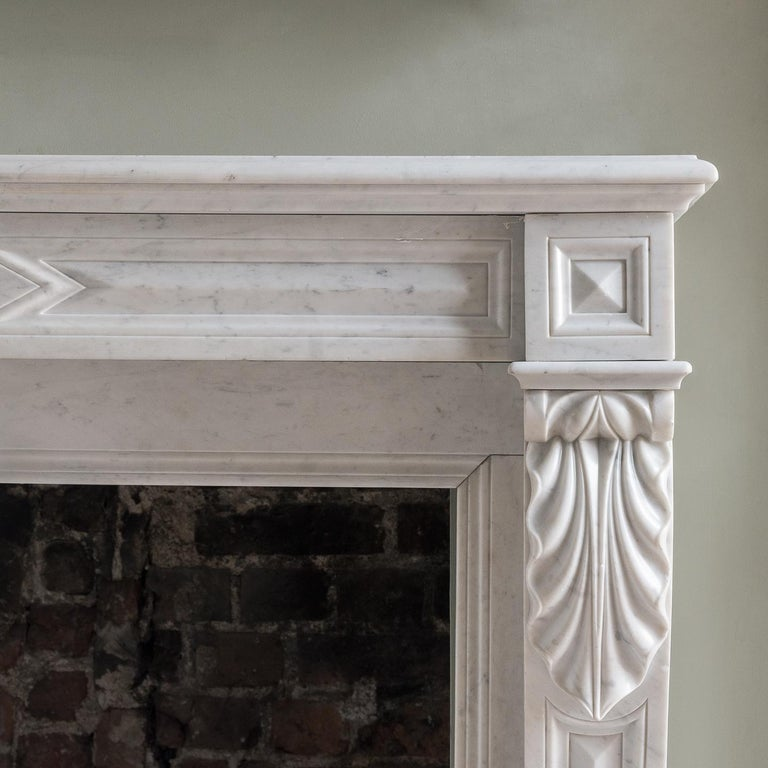 Mid-19th Century French Empire Carrara Marble Chimneypiece In Good Condition For Sale In London, GB