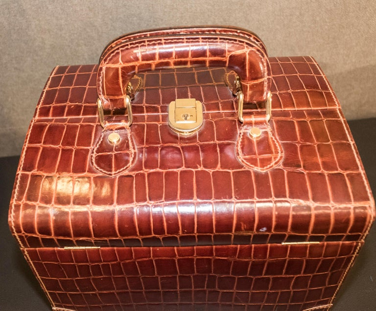 Late 20th Century Midcentury Brown Leather Italy MarCo Tadini Vanitycase Snake Effect For Sale