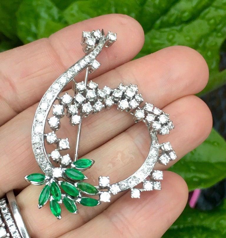 Retro Midcentury 1950s 3.00 Carat G/H VS Diamond Emerald Pin Brooch Pendant For Sale