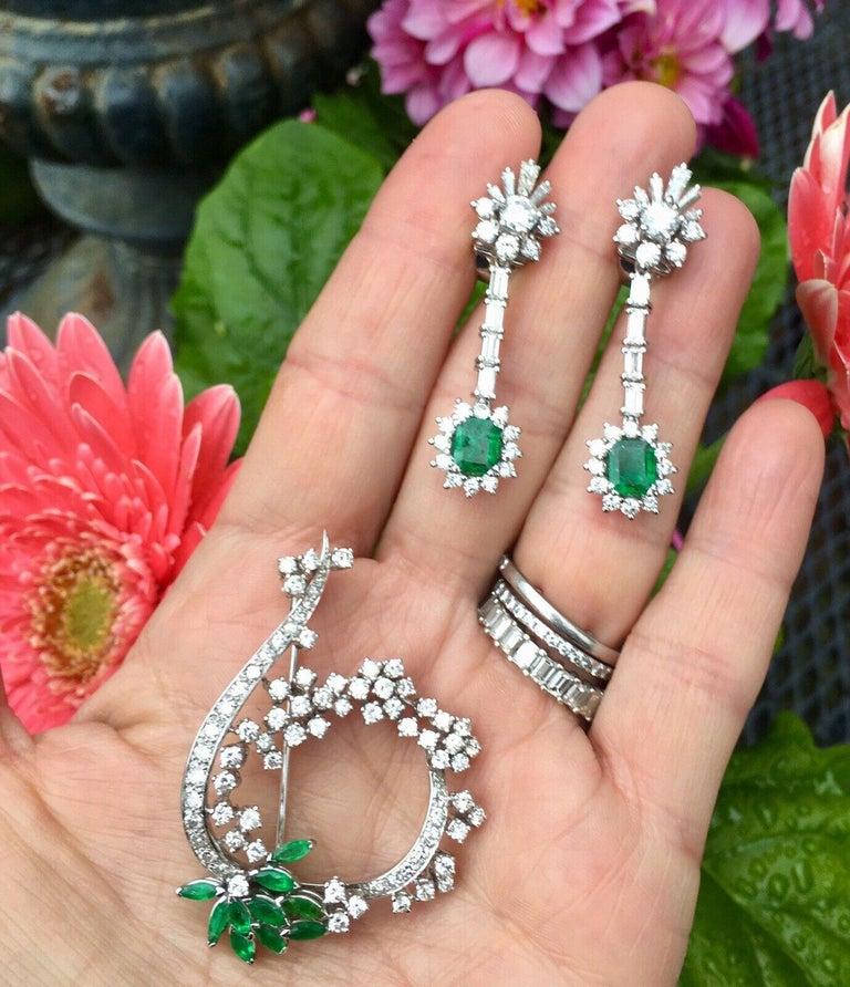 Round Cut Midcentury 1950s 3.00 Carat G/H VS Diamond Emerald Pin Brooch Pendant For Sale