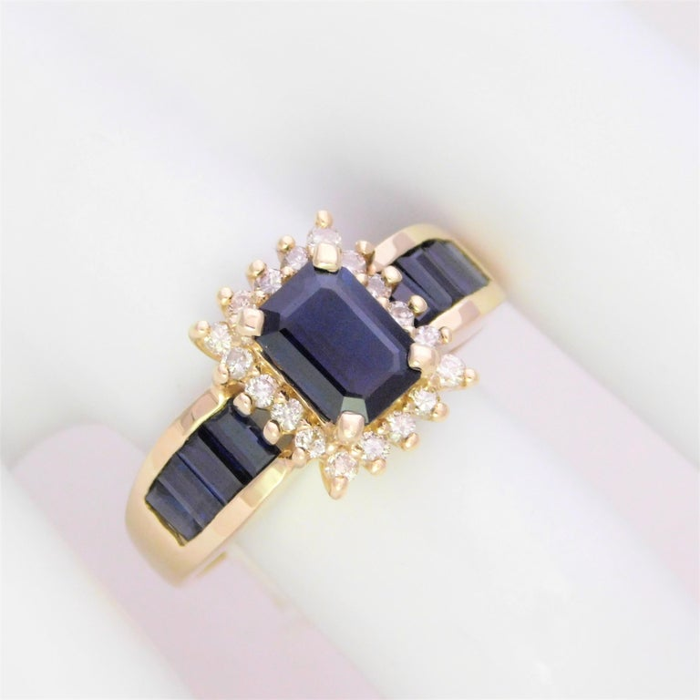 Midcentury 2.25 Carat Blue Sapphire and Diamond Cocktail Ring For Sale 4