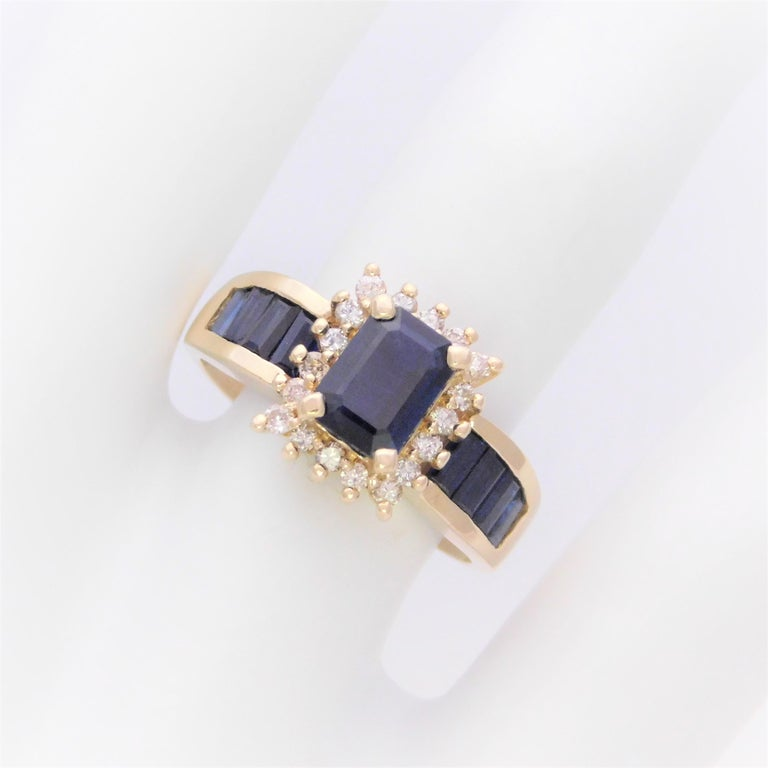 Midcentury 2.25 Carat Blue Sapphire and Diamond Cocktail Ring For Sale 1