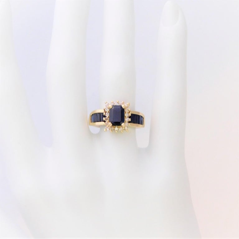Midcentury 2.25 Carat Blue Sapphire and Diamond Cocktail Ring For Sale 2