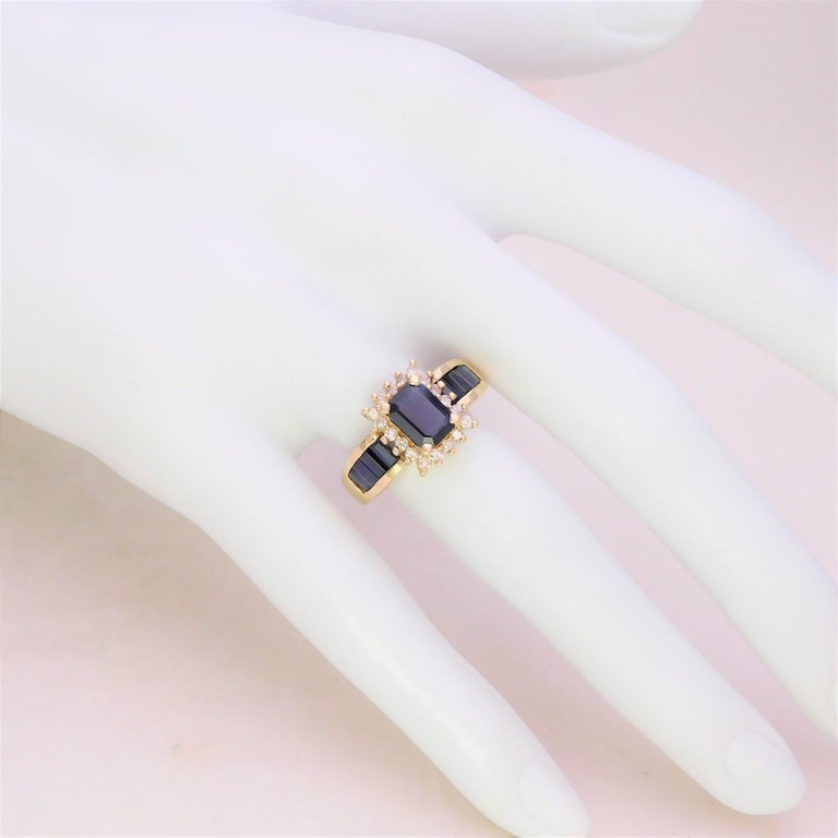 Midcentury 2.25 Carat Blue Sapphire and Diamond Cocktail Ring For Sale 3
