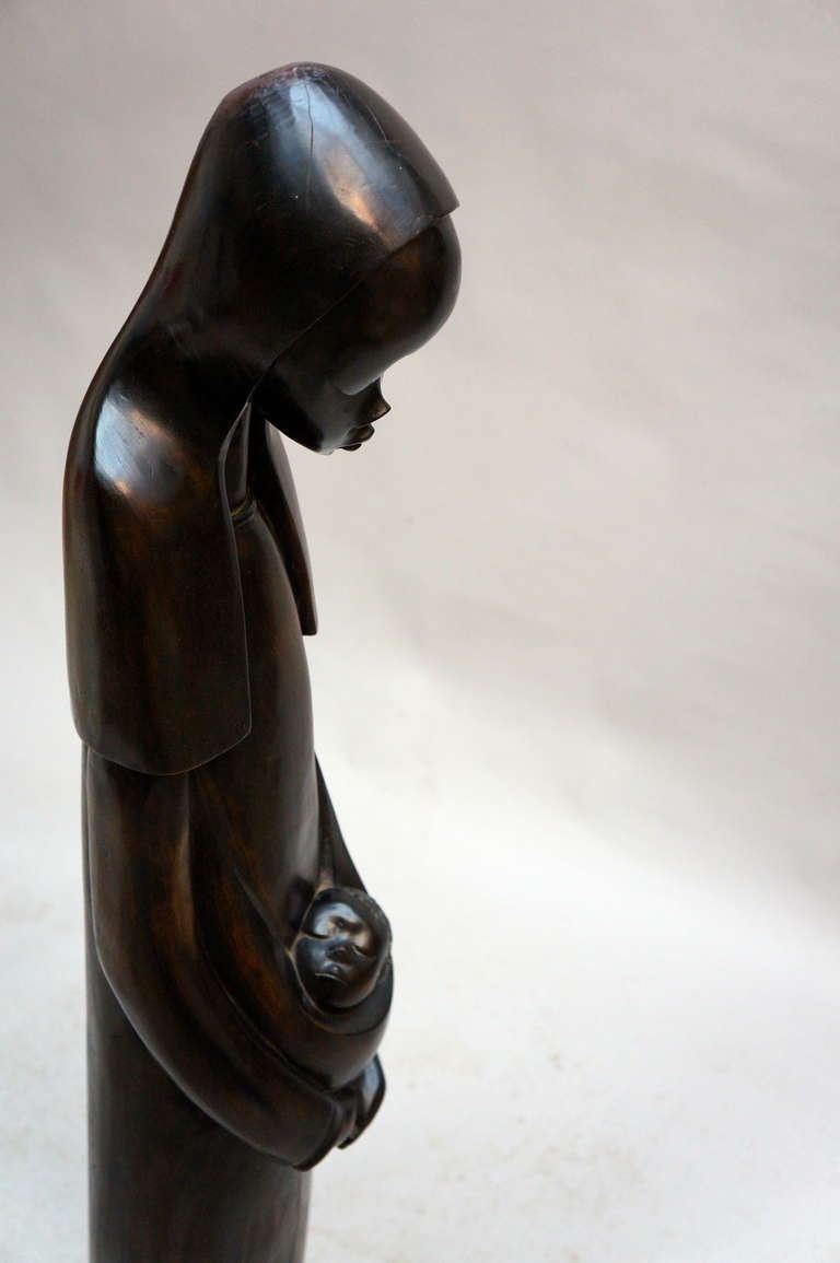 Midcentury African Hand Carved Wood Sculpture of Maria with Child In Good Condition For Sale In Antwerp, BE