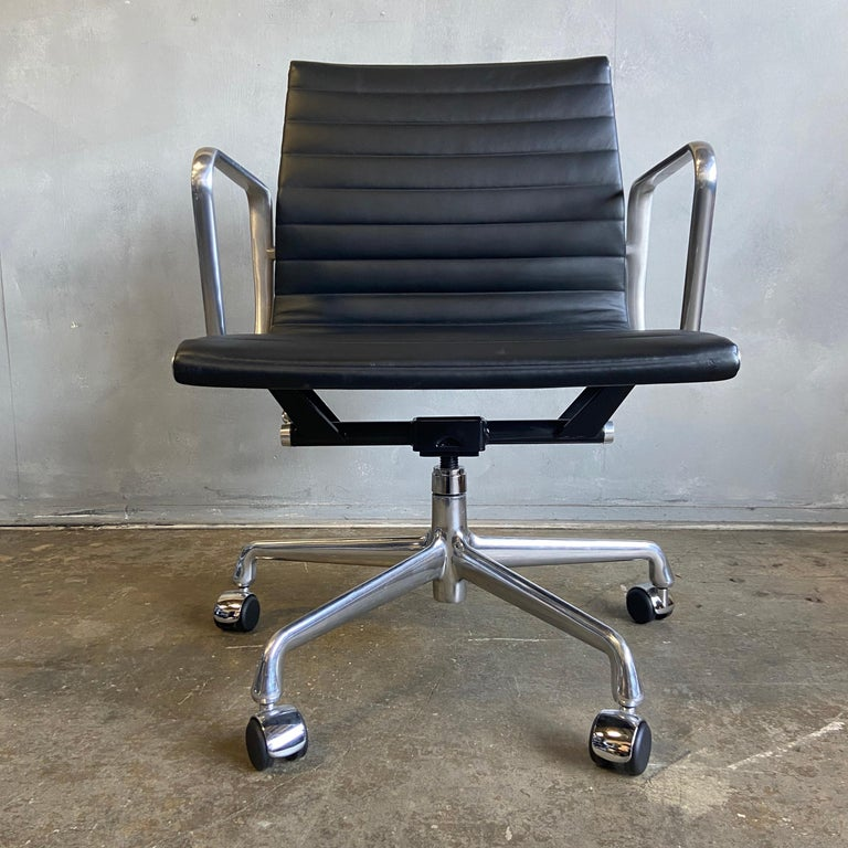 Midcentury Aluminum Group Chairs in Black Leather New Old Stock For Sale 1