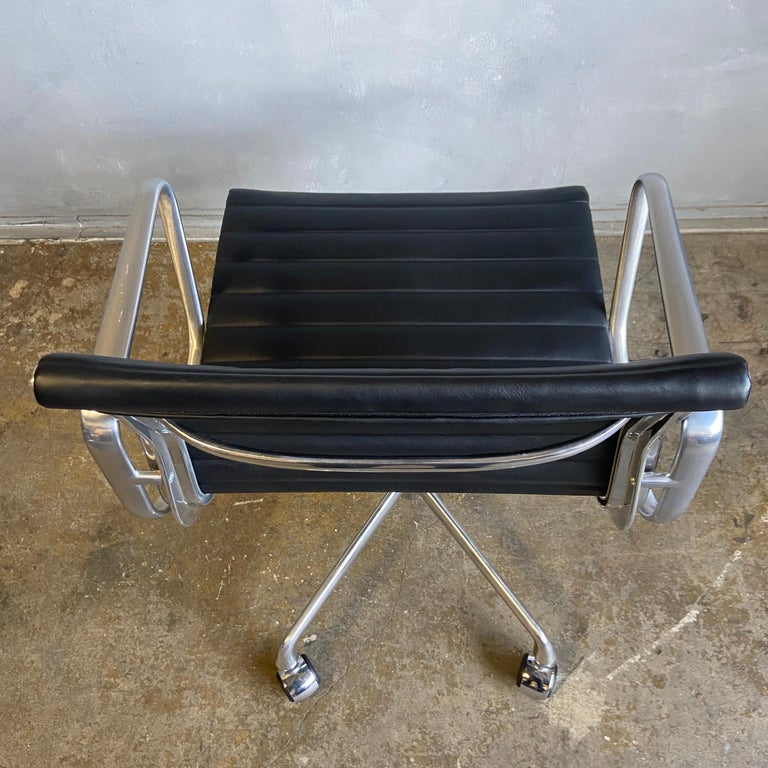 Midcentury Aluminum Group Chairs in Black Leather New Old Stock For Sale 2