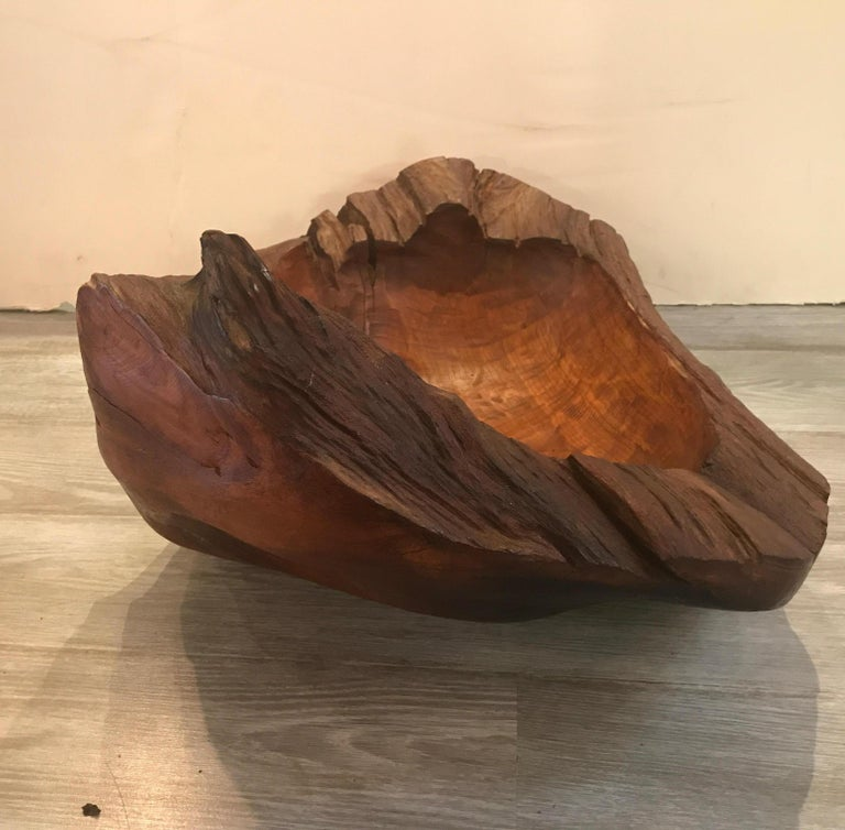 Midcentury American Craft Artisan Hand-Carved Bowl In Good Condition For Sale In Lambertville, NJ