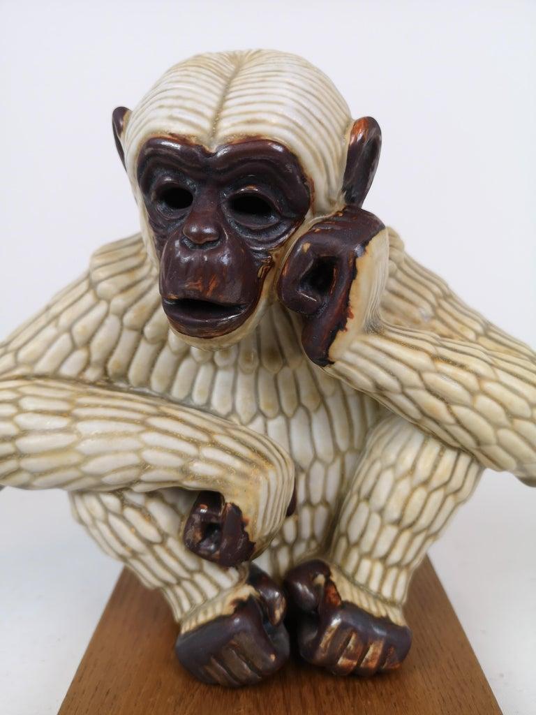 Midcentury Ape Sculpture Rörstrand Gunnar Nylund, Sweden In Good Condition For Sale In Langserud, SE