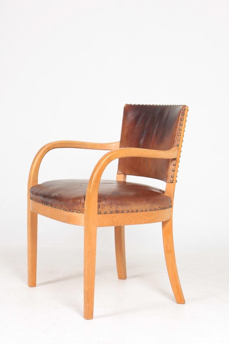 Midcentury Armchair in Patinated Leather by Fritz Hansen, Danish Design, 1940s In Good Condition For Sale In Lejre, DK