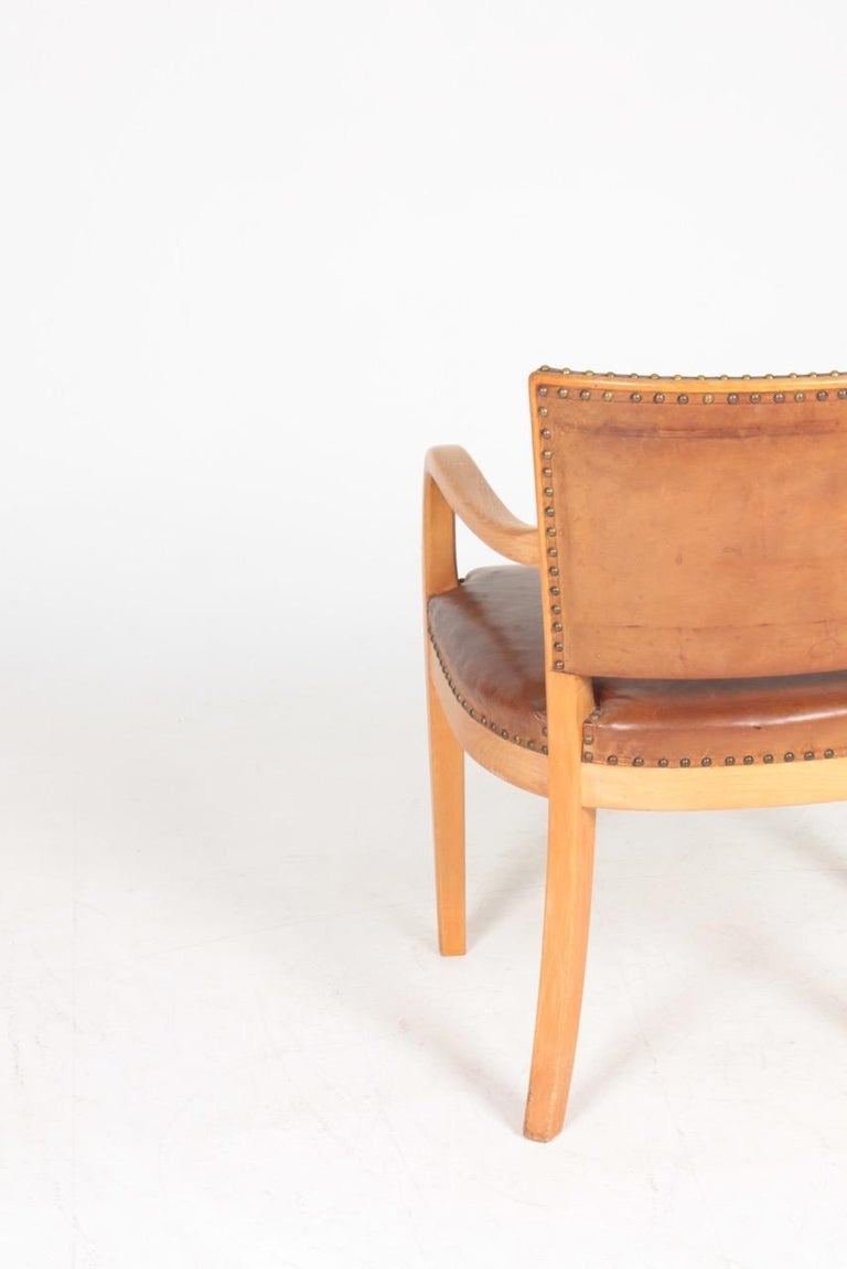 Beech Midcentury Armchair in Patinated Leather by Fritz Hansen, Danish Design, 1940s For Sale