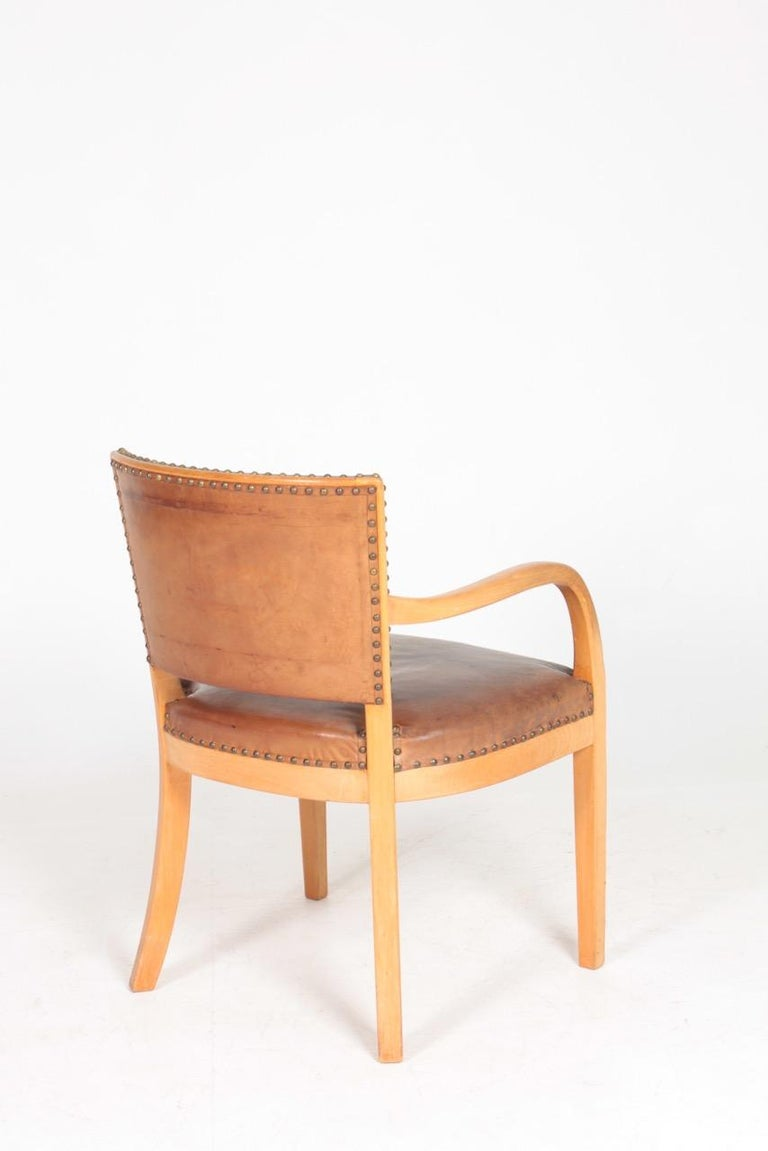 Midcentury Armchair in Patinated Leather by Fritz Hansen, Danish Design, 1940s For Sale 1