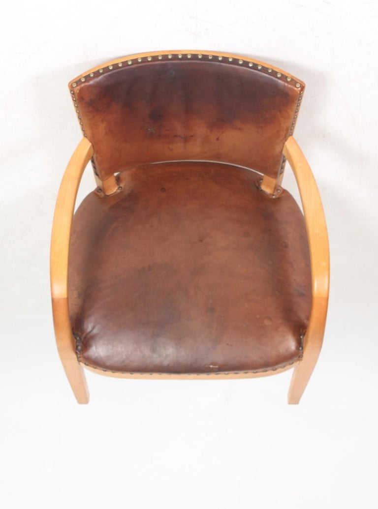 Midcentury Armchair in Patinated Leather by Fritz Hansen, Danish Design, 1940s For Sale 3