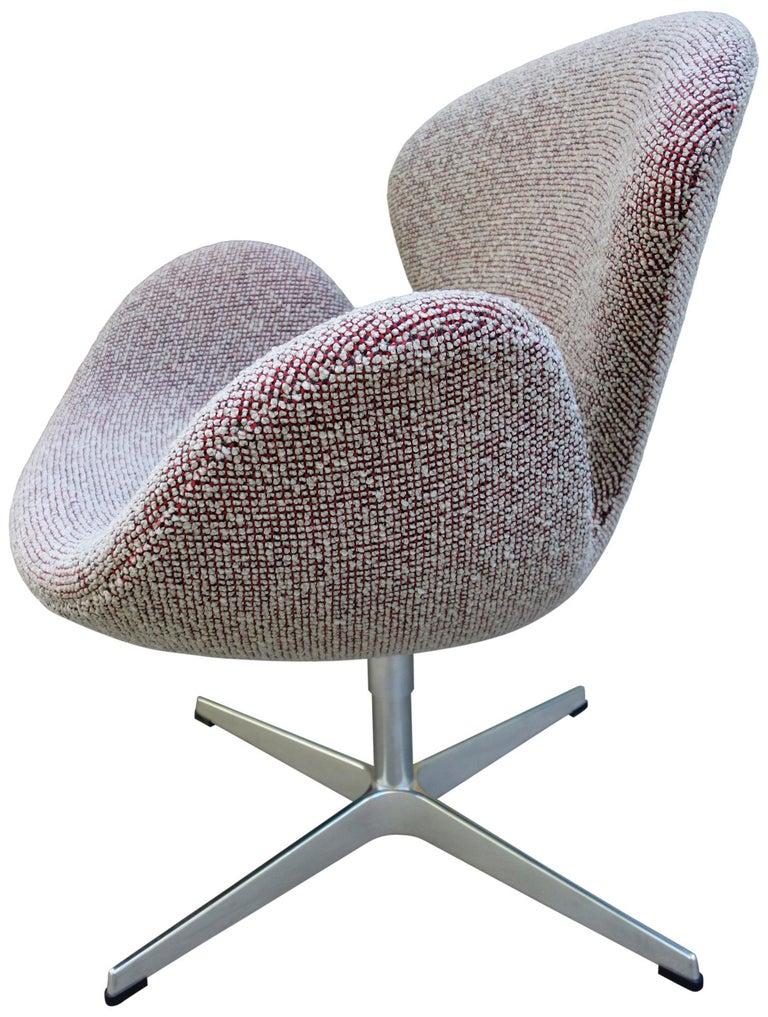 Midcentury Arne Jacobsen Swan Chairs for Fritz Hansen For Sale 3