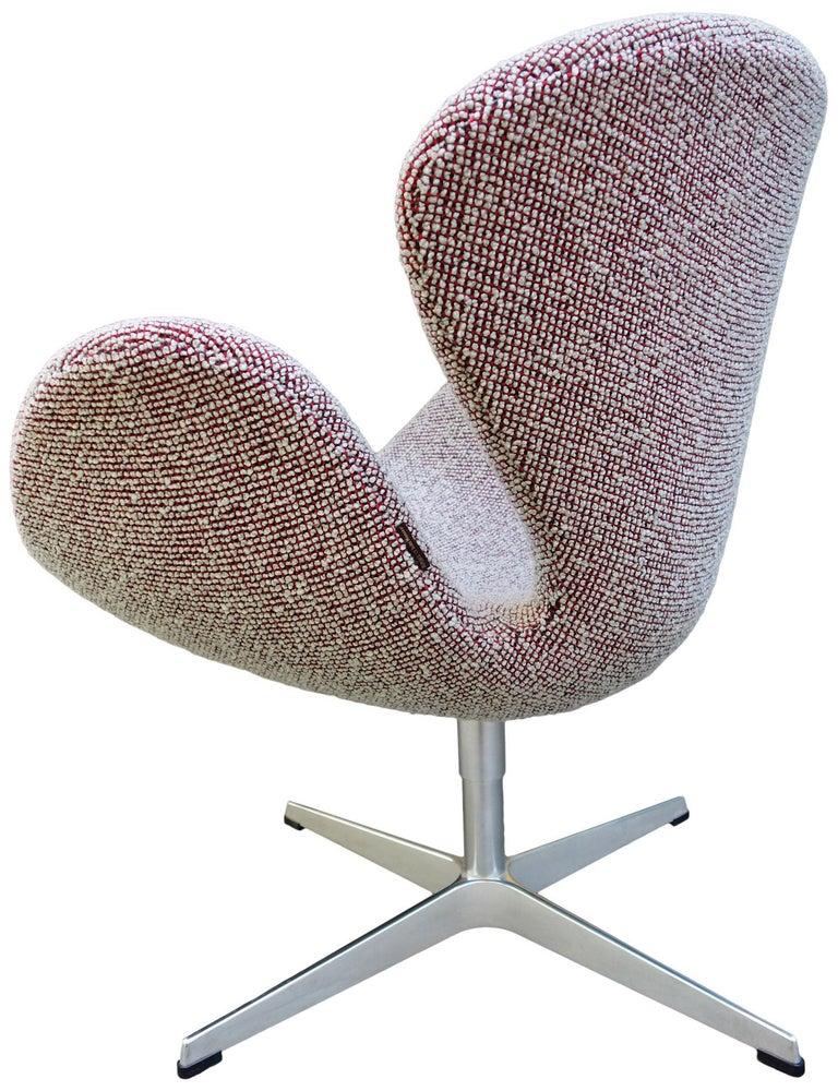 Midcentury Arne Jacobsen Swan Chairs for Fritz Hansen For Sale 4