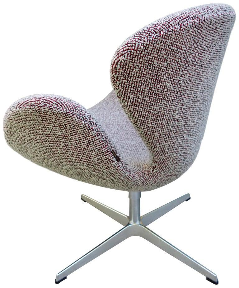 Midcentury Arne Jacobsen Swan Chairs for Fritz Hansen For Sale 5