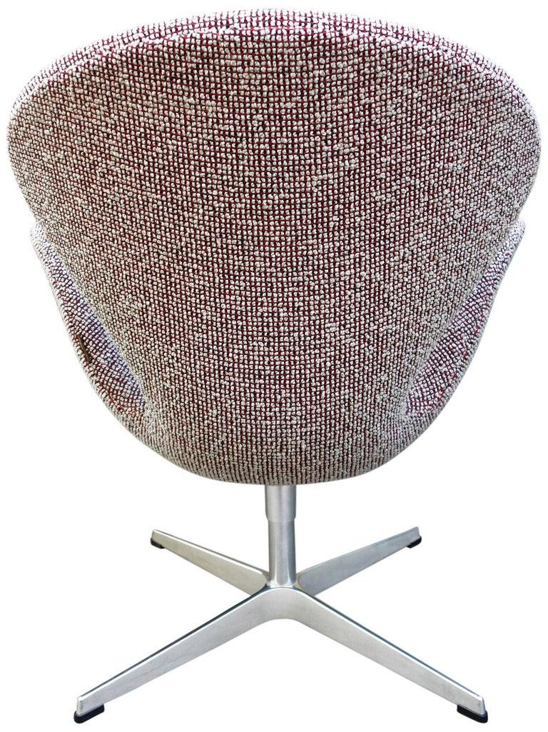 Midcentury Arne Jacobsen Swan Chairs for Fritz Hansen For Sale 6