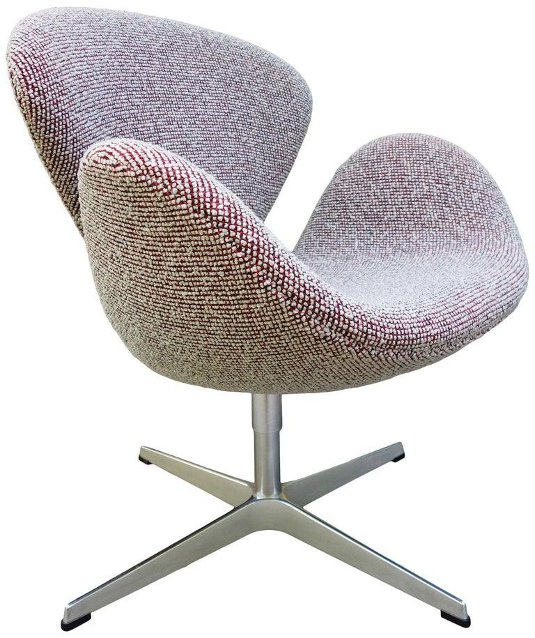 Aluminum Midcentury Arne Jacobsen Swan Chairs for Fritz Hansen For Sale