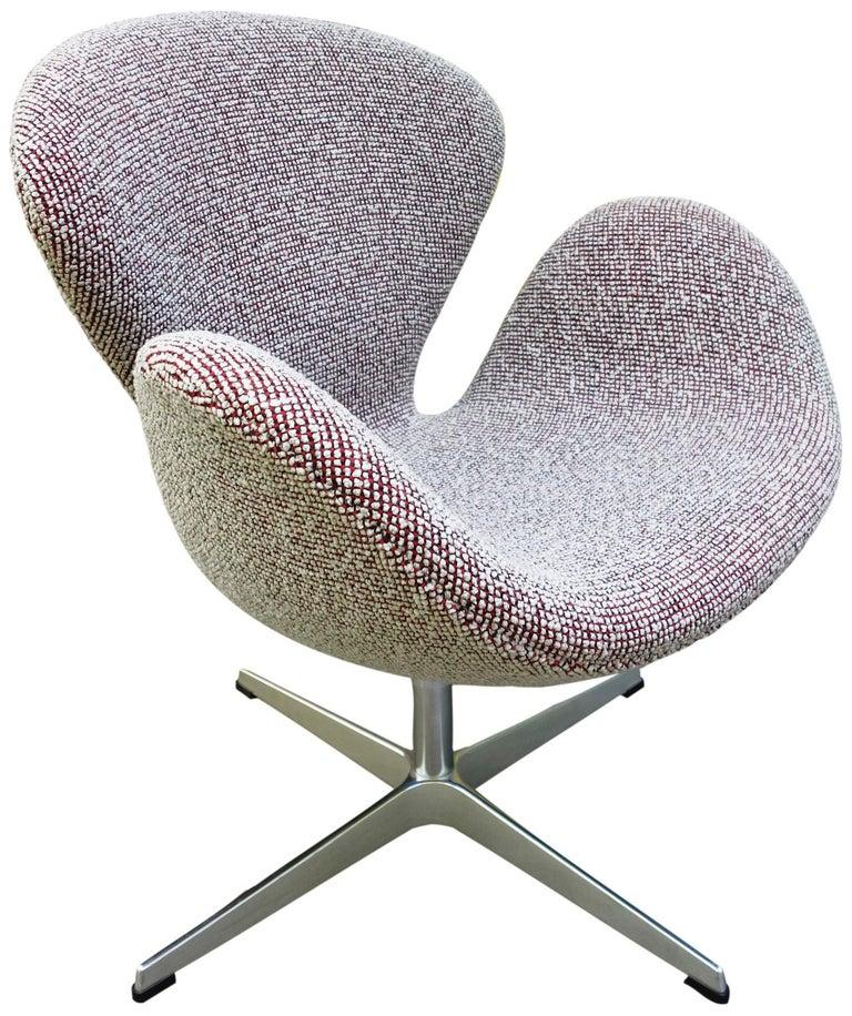 Midcentury Arne Jacobsen Swan Chairs for Fritz Hansen For Sale 2
