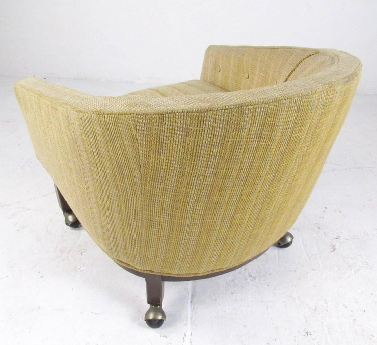 Midcentury Barrel Back Club Chair In Good Condition For Sale In Brooklyn, NY