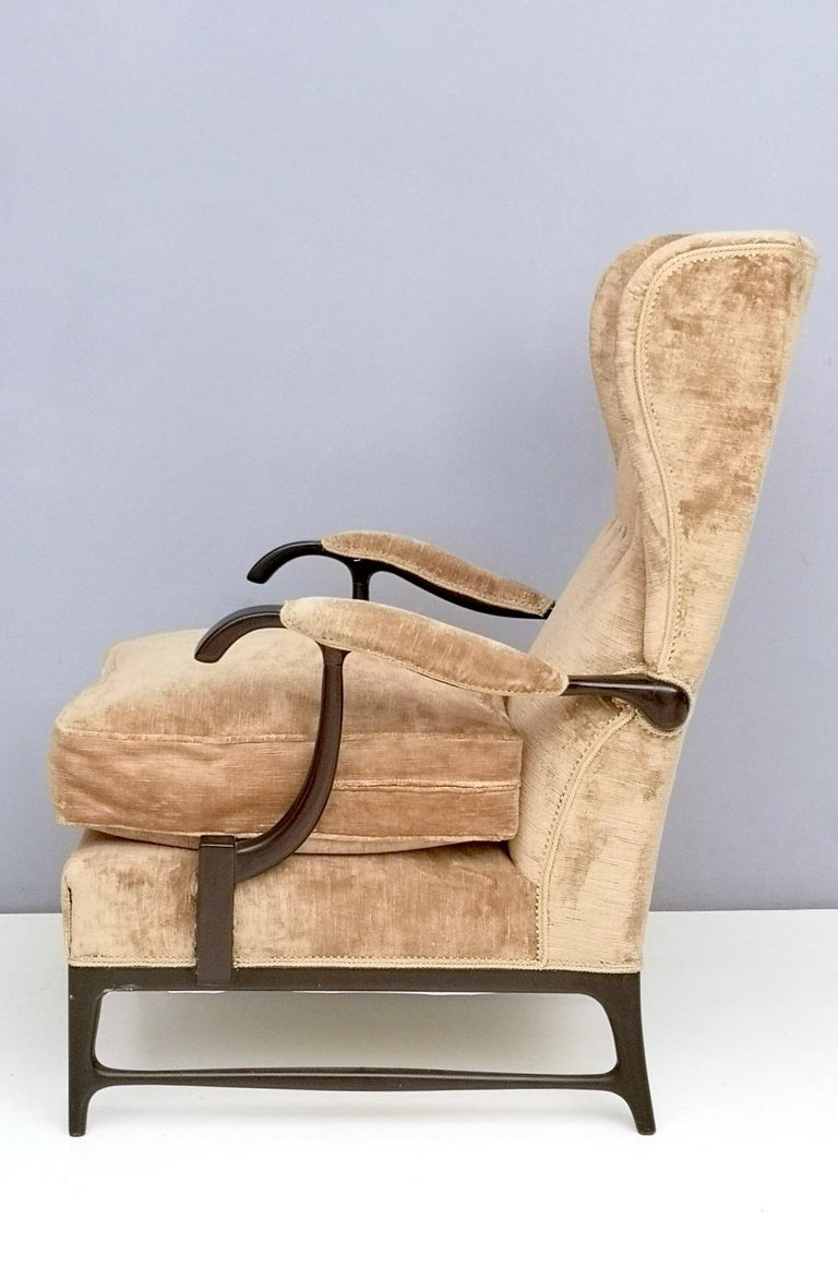 Midcentury Beige Velvet Wingback Armchair by Paolo Buffa for Framar, Italy 1950s In Good Condition For Sale In Bresso, Lombardy
