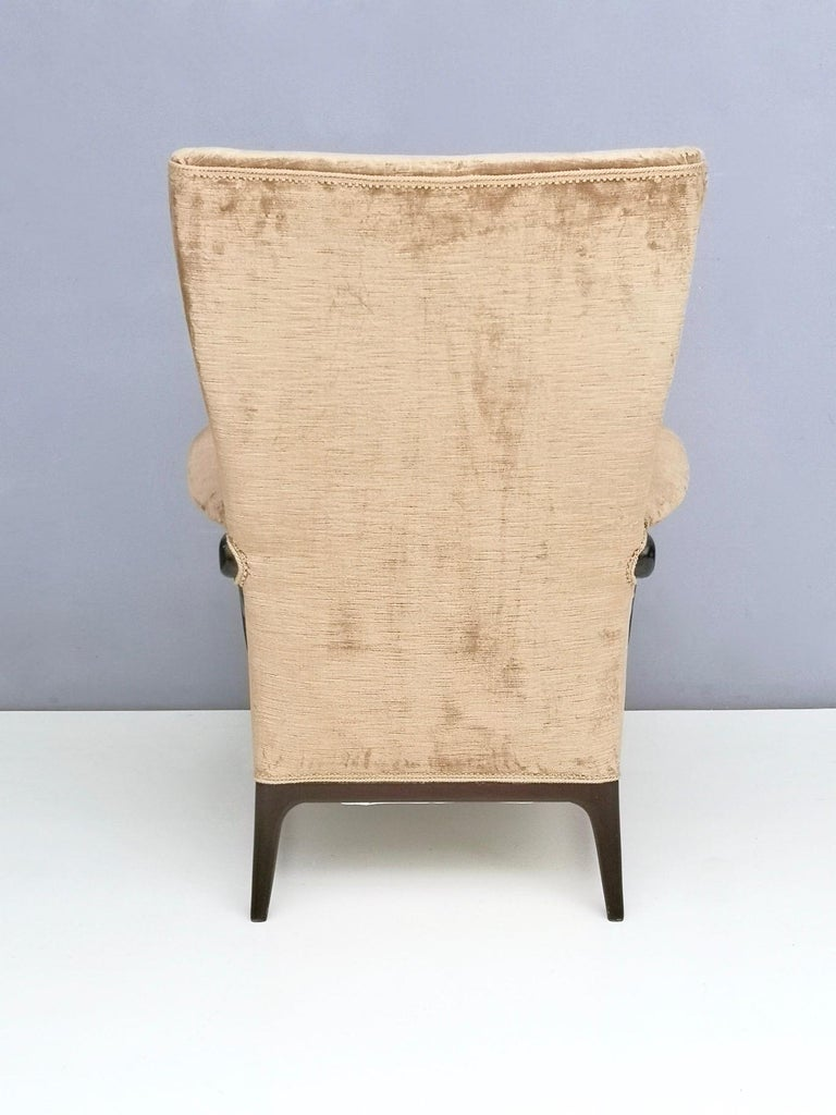 Midcentury Beige Velvet Wingback Armchair by Paolo Buffa for Framar, Italy 1950s For Sale 1