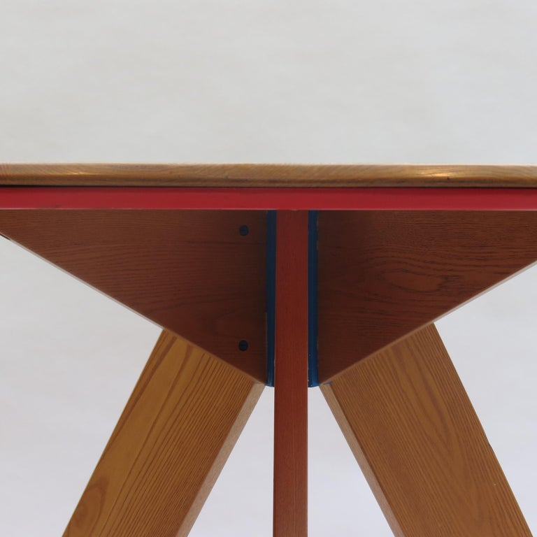 English Midcentury Bespoke Circular Ash Dining Table by David Field 1980s with Red Blue