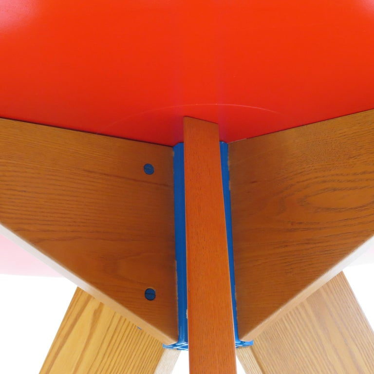 Hand-Crafted Midcentury Bespoke Circular Ash Dining Table by David Field 1980s with Red Blue