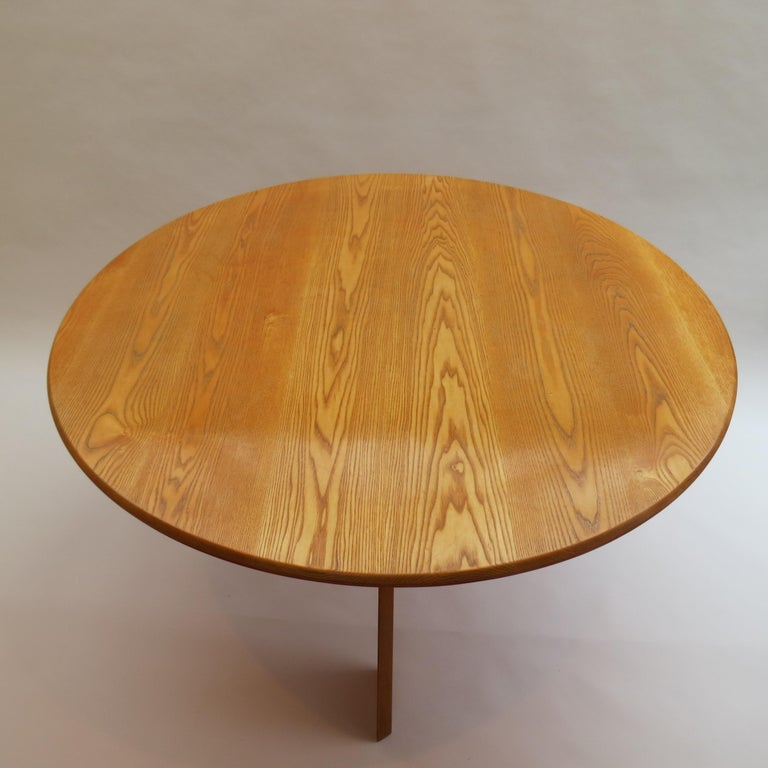 20th Century Midcentury Bespoke Circular Ash Dining Table by David Field 1980s with Red Blue