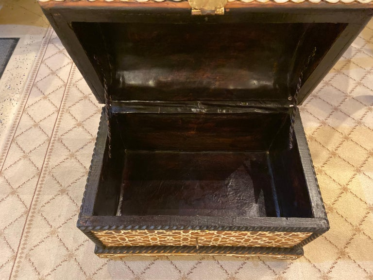 Midcentury Bone Inlaid Chest Box or Jewelry Casket In Good Condition For Sale In Plainview, NY