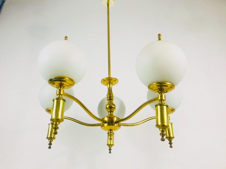 French Midcentury Brass Chandelier in the Style of Maison Lunel, 1950s For Sale